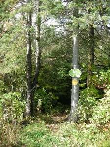 La signalisation sur le sentier des Pommiers dans le secteur Cascades.
